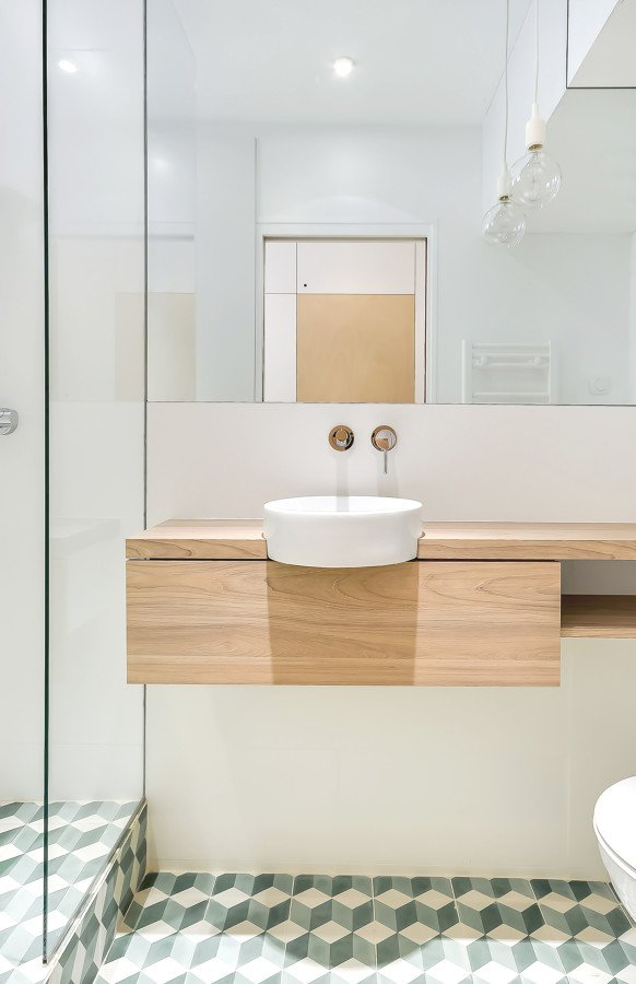 Foto mueble lavabo suspendido de cobos 1408213 habitissimo for Petite salle de bain architecte