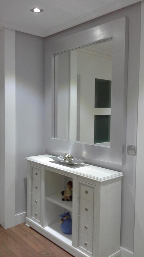 mueble recibidor y espejo en pan de plata