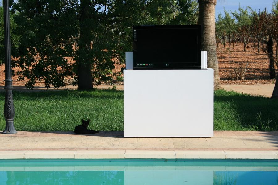 Foto mueble tv oculta para exterior de marquel design - Mueble ocultar tv ...