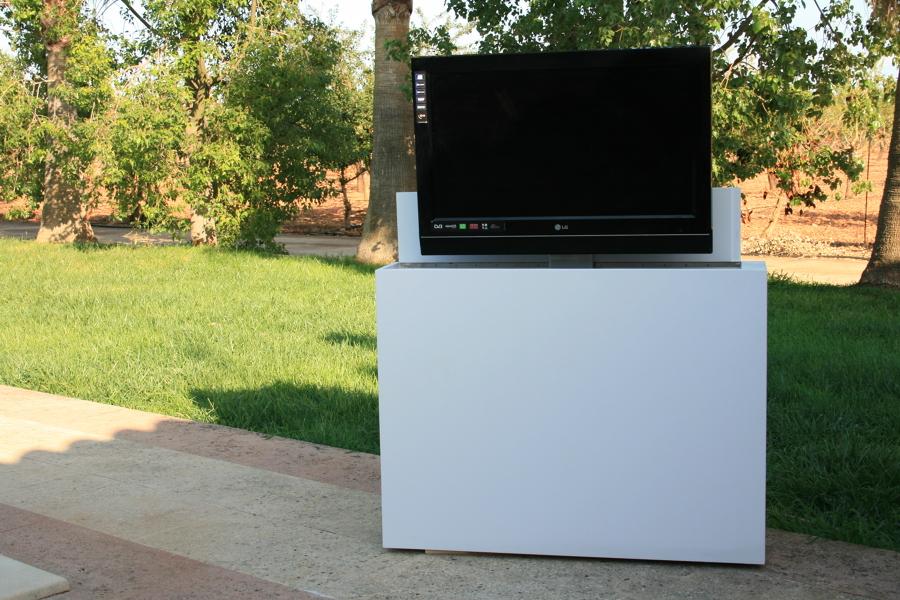 Mueble tv para terraza sistema el ctrico tv oculta ideas for Muebles de exterior