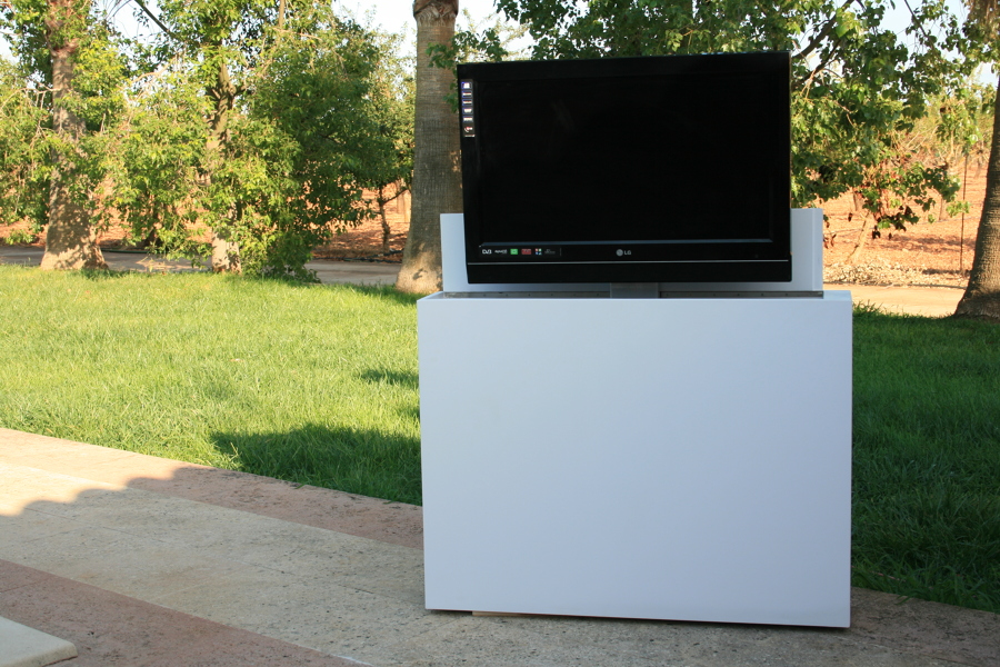 Mueble tv para terraza sistema el ctrico tv oculta ideas - Mueble ocultar tv ...