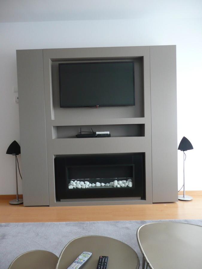 Foto mueble tv y chimenea de nathurai cotton 623180 - Salones con chimenea y television ...