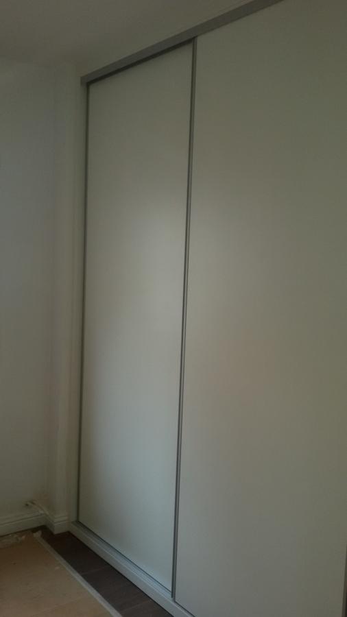 Mueble vestidor con puertas correderas