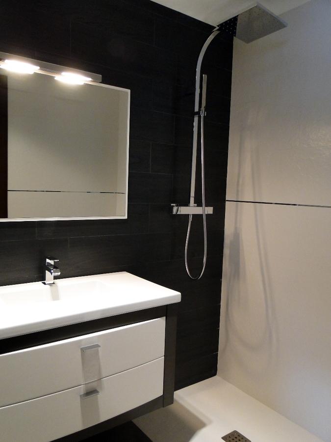 Foto mueble y columna de ducha de berges centro comercial for Mueble para ducha
