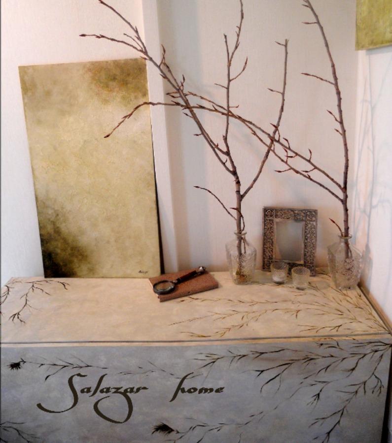 Loft 4 ideas decoradores - Mueble pintado a mano ...