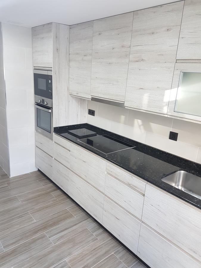 Foto muebles altos y bajos de fergon reformas 1713986 for Muebles altos y bajos de cocina