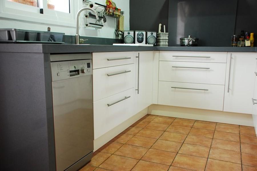 Cocina en forma de u ideas carpinteros for Muebles bajos para cocina