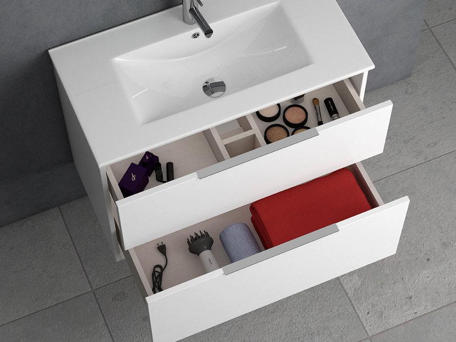 Muebles de baño cajones abiertos