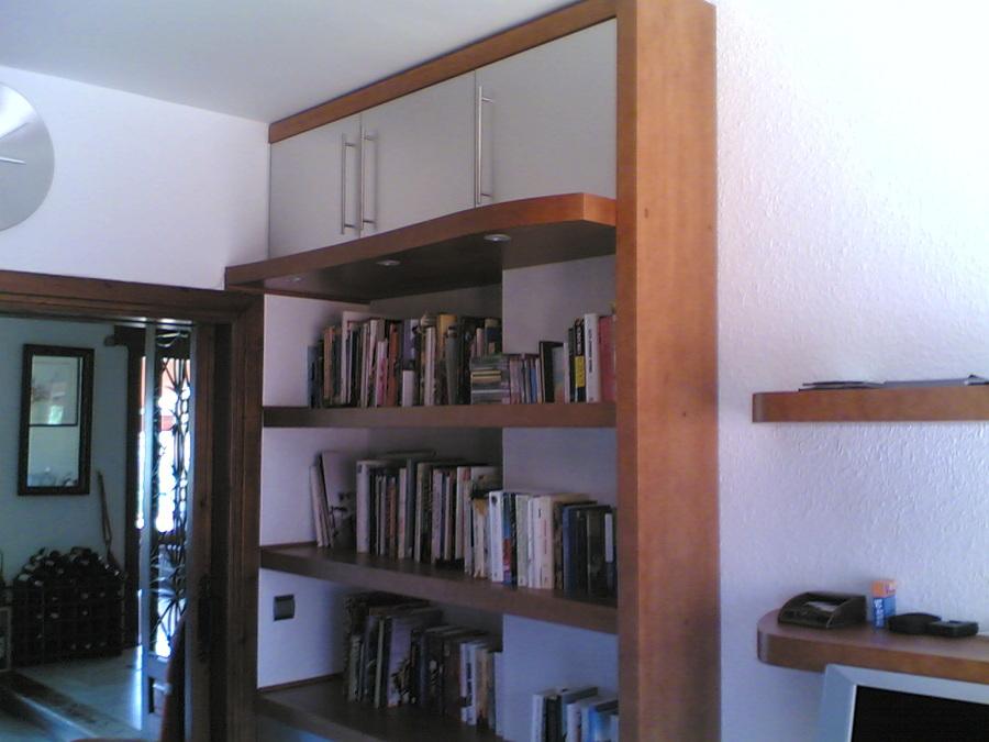 Muebles de estudio. Librería con acople a pilar. (completa)