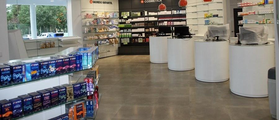 Muebles Comercios, Mobiliario Comercial para Farmacias, Tiendas de Textil y t...