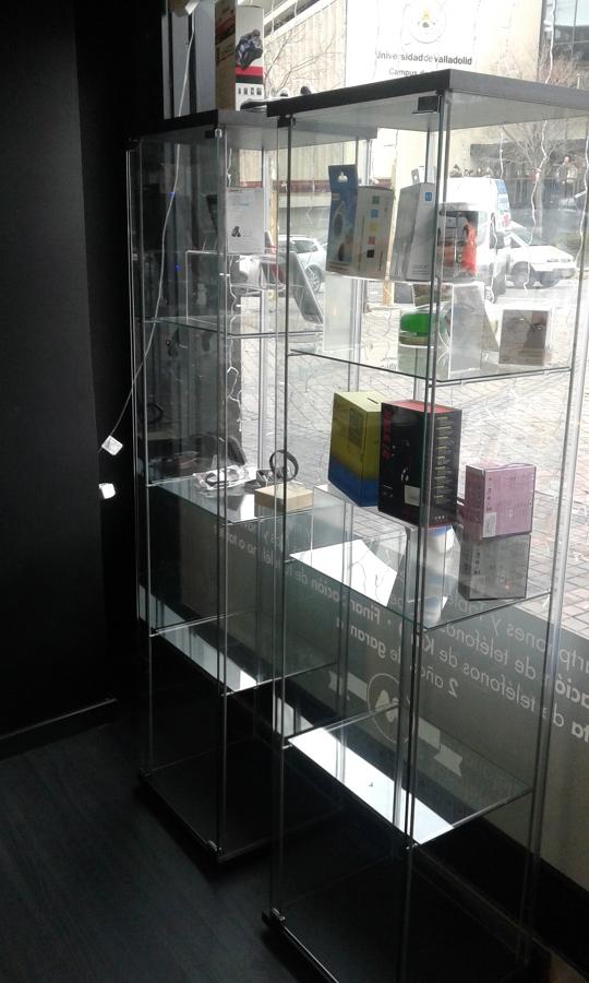 Foto muebles ikea en escaparate de judevi 1072359 for Tabiques moviles ikea