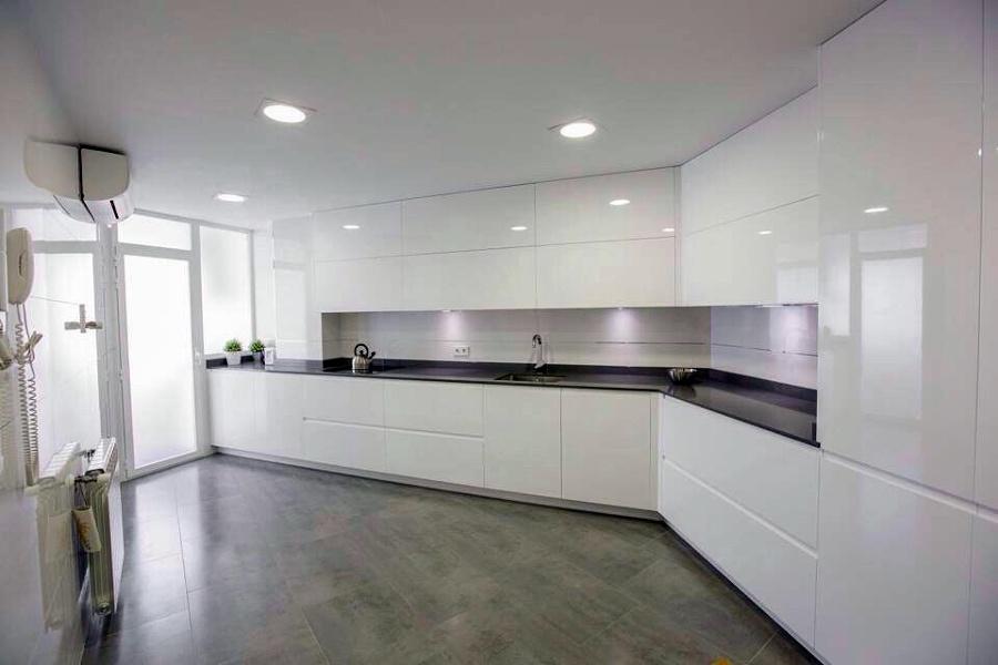 Foto muebles lacados blanco brillo de muebles de cocina - Cocinas lacadas en blanco ...
