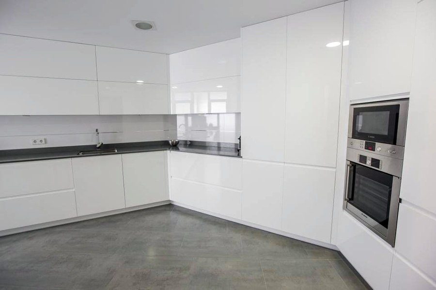 Foto muebles lacados blanco brillo de muebles de cocina - Azulejos cocina blanco brillo ...