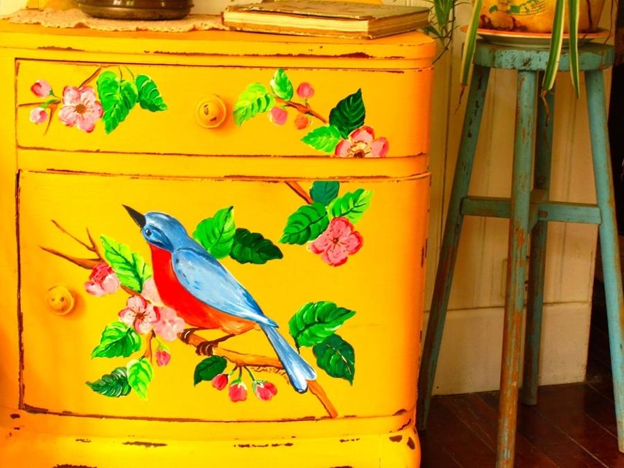 Viva el color renueva tus muebles con un poco de pintura for Muebles pintados a mano fotos