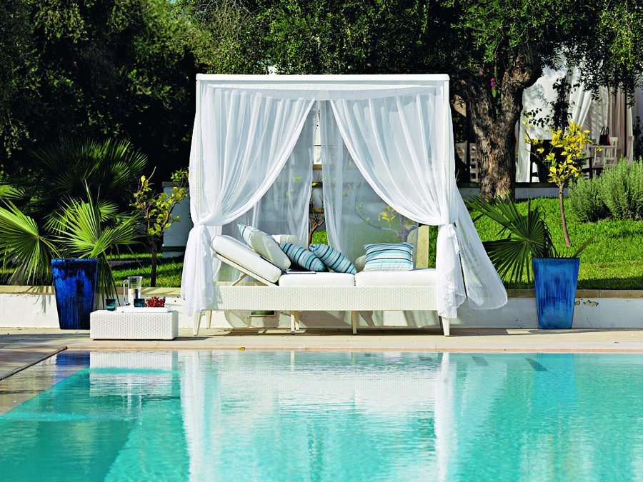 Elige las mejores tumbonas para tu piscina ideas decoradores for Piscinas decoracion fotos