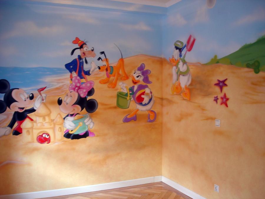 Mural pintado en habitacion infantil