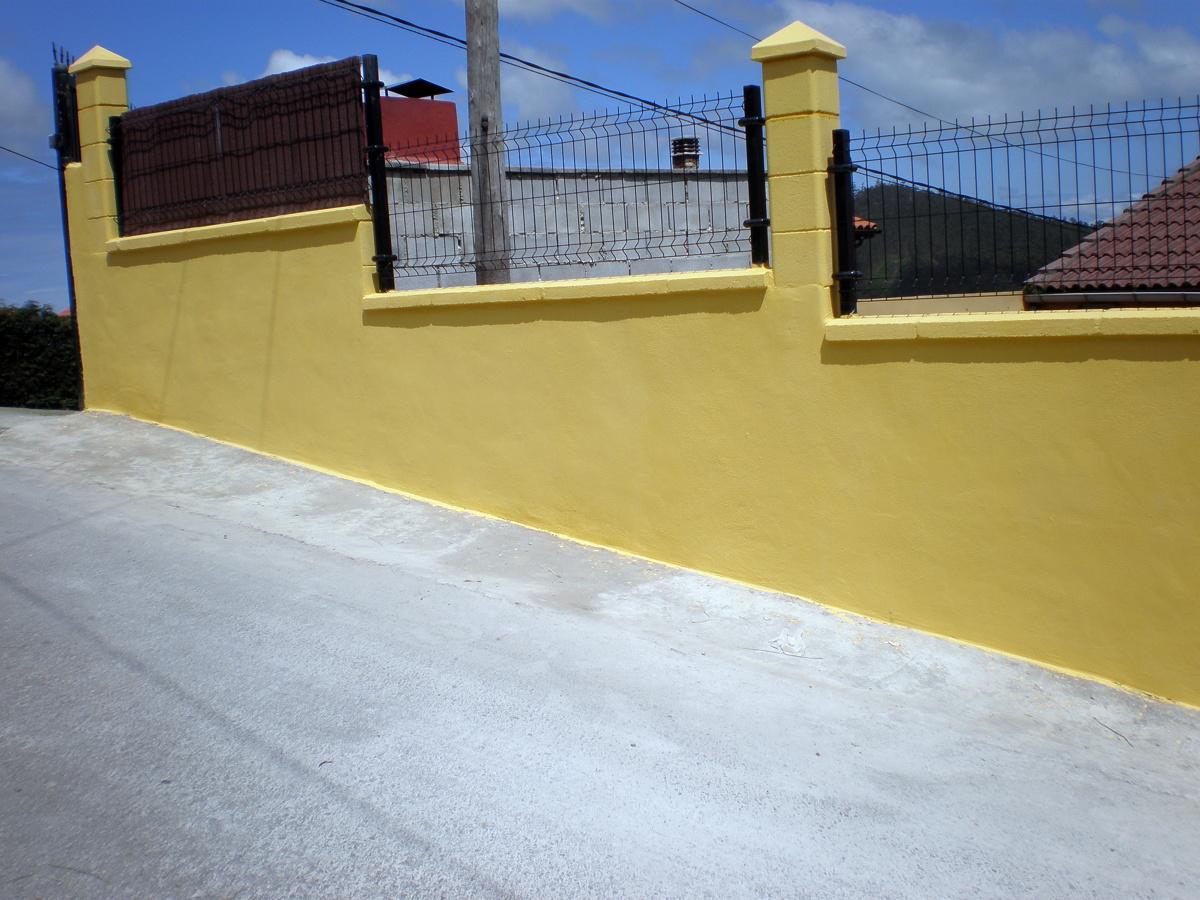 Foto muro de hormigon y valla de malla hercules de corema construcciones 352399 habitissimo - Muros de hormigon ...