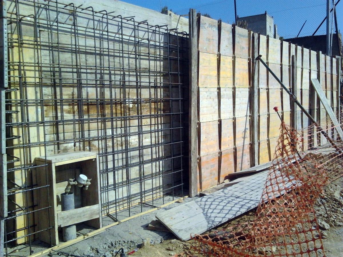 Construcci n de muro rubi c tres camins 14 ideas construcci n muros - Muros de hormigon ...