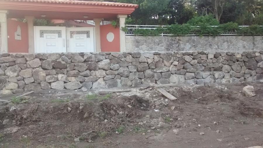 Muro de piedra de mampostería