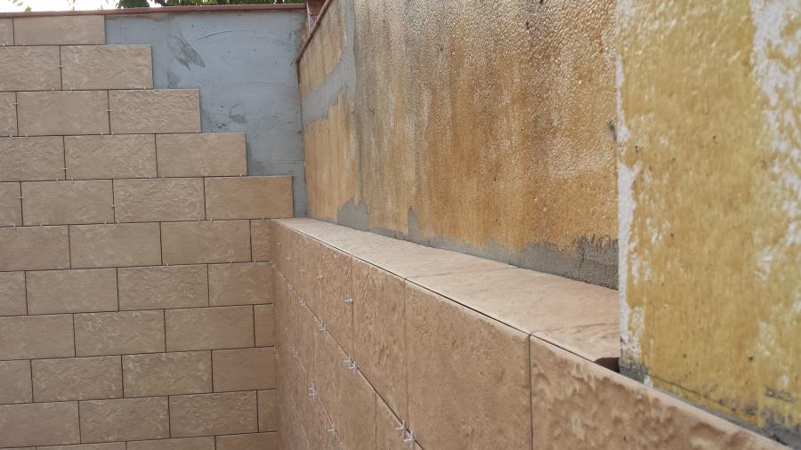Muro patio interior - Solados y alicatados Moya,s.l.
