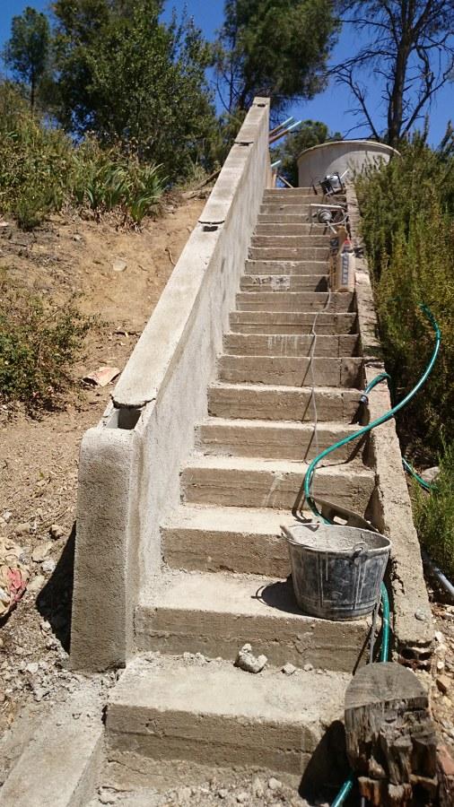 Foto muro reconstruido y rebosado con mortero de for Mortero de reparacion