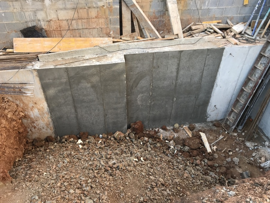 Muro retranqueado por bataches