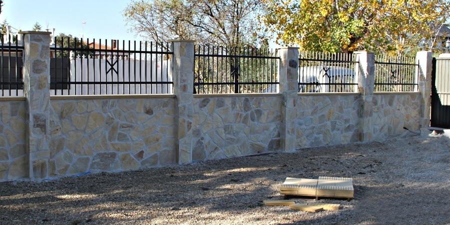 Foto muro revestido de piedra natural de jota edificaci n - Cerramientos de piedra ...