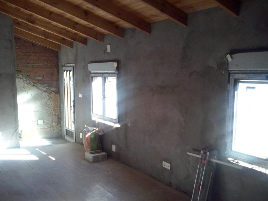 Muro, tejado, ventanas y puerta nuevas.