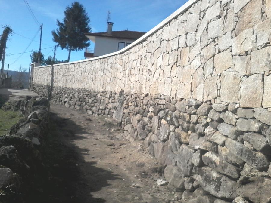 Montaje de muros de piedra vieja ideas construcci n muros - Muros de piedra construccion ...