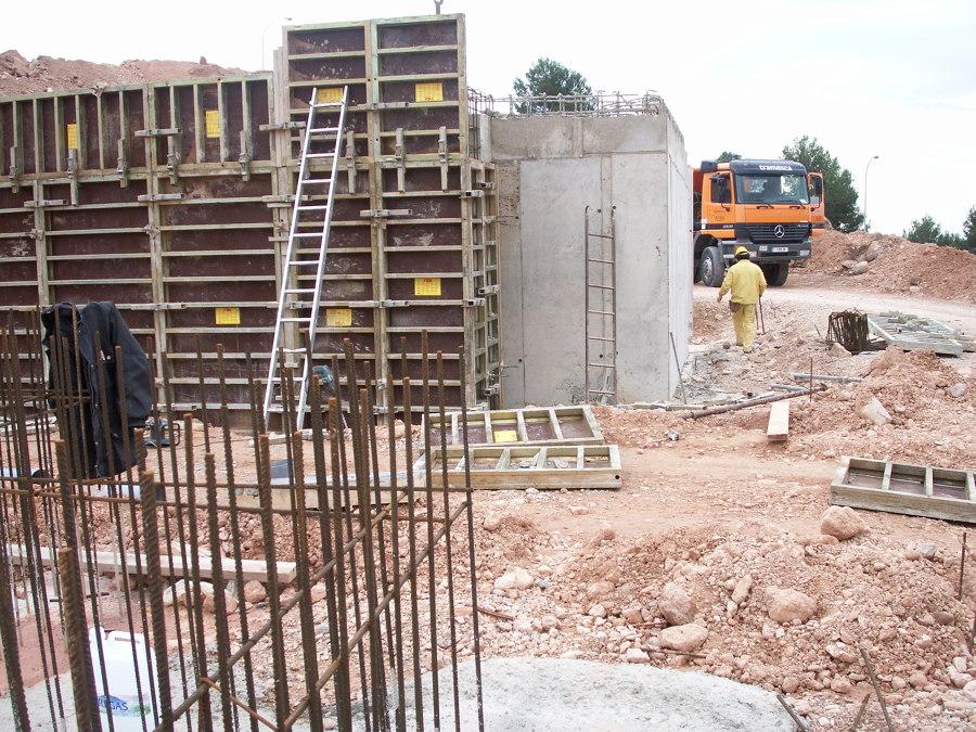 Muros de contencion y cimentacion de hormigón