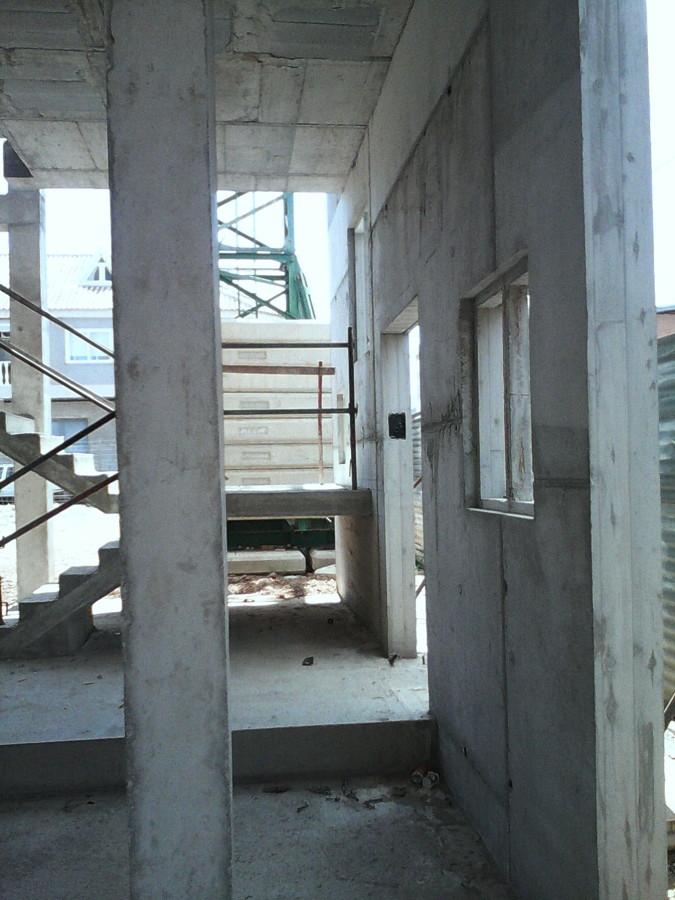 Local comercial sotano y viviendas ideas construcci n casas - Muros de hormigon ...