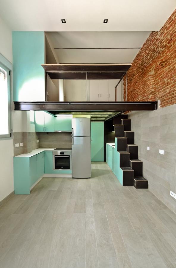 Vista general del salón, cocina y entreplanta