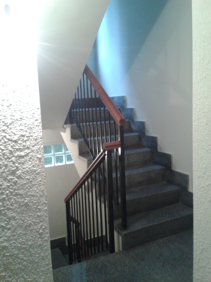 Foto escalera nueva de electroarena 497451 habitissimo - Electricistas en bilbao ...