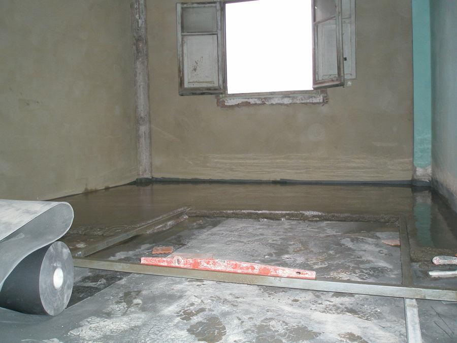 nivelación de suelo a 5 cm con una lamina acústica anti impacto