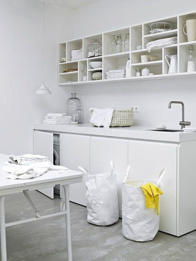 una lavandería en blanco