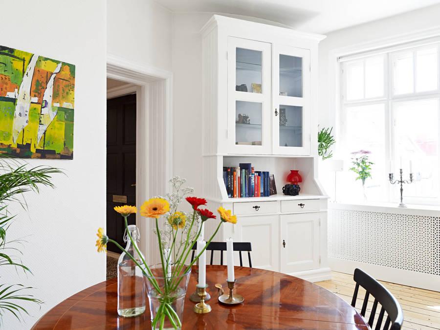 Foto pintar de blanco tanto las paredes como las puertas for Pintar puertas de blanco en casa