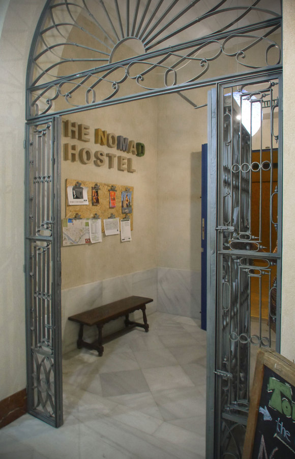 Nomad Hostel_acceso
