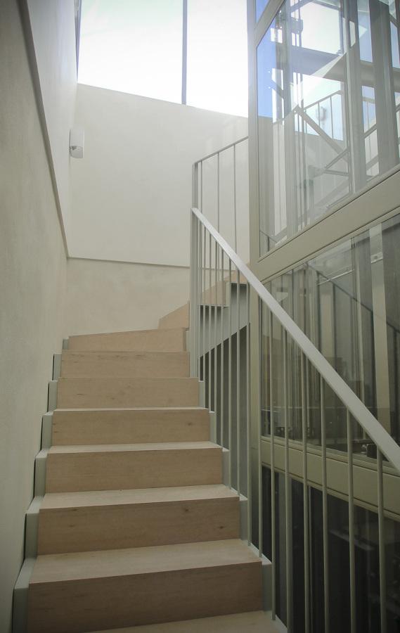 Nomad Hostel_nueva escalera