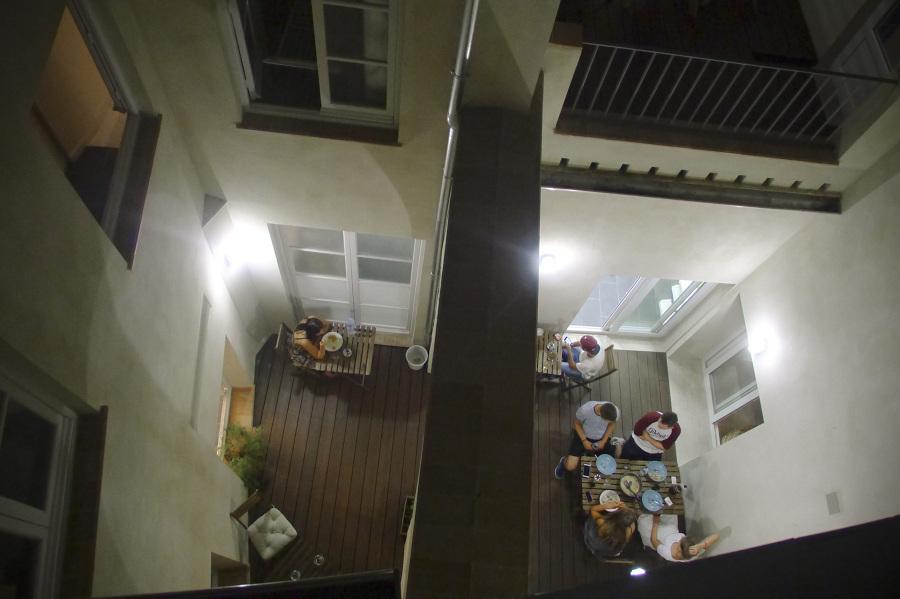 Nomad Hostel_vista patios interiores