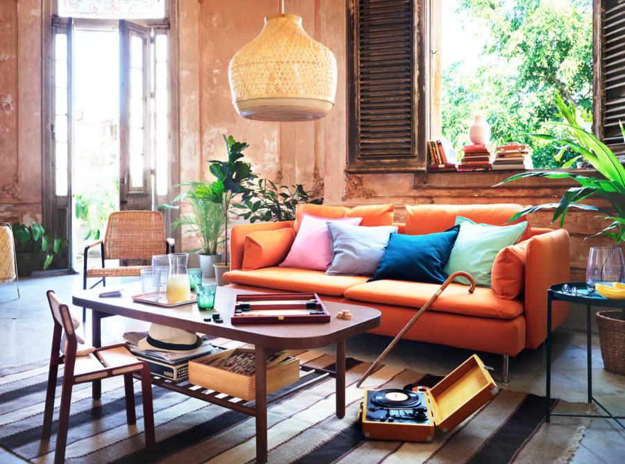 Novedades verano 2020 IKEA: salón con funda naranja.