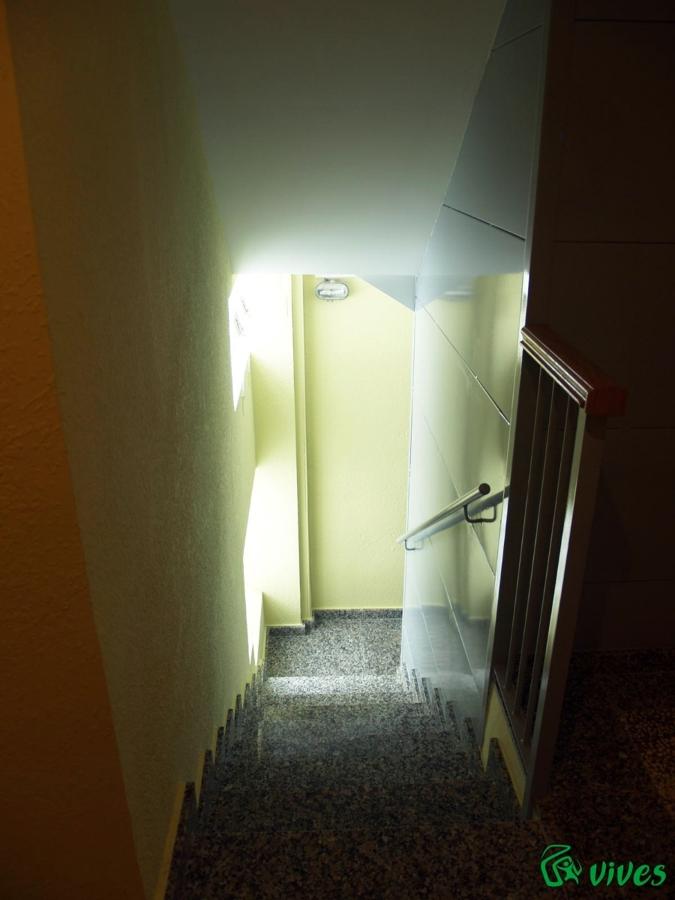 Nuevas escaleras de estructura metálica