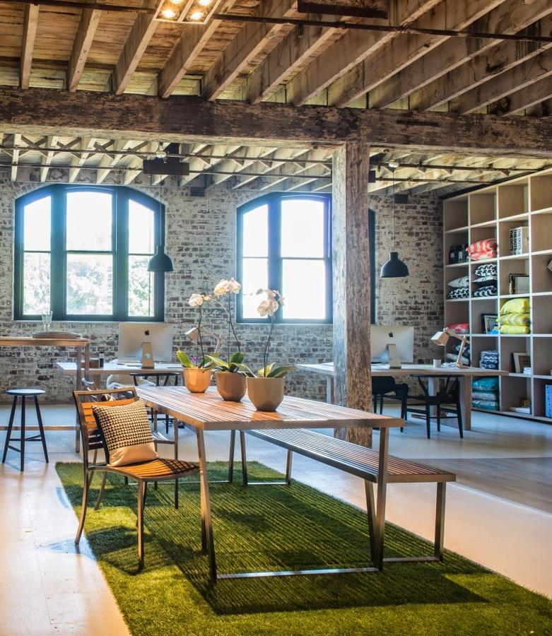 Foto oficina con alfombra de c sped artificial de maribel for Alfombra cesped artificial