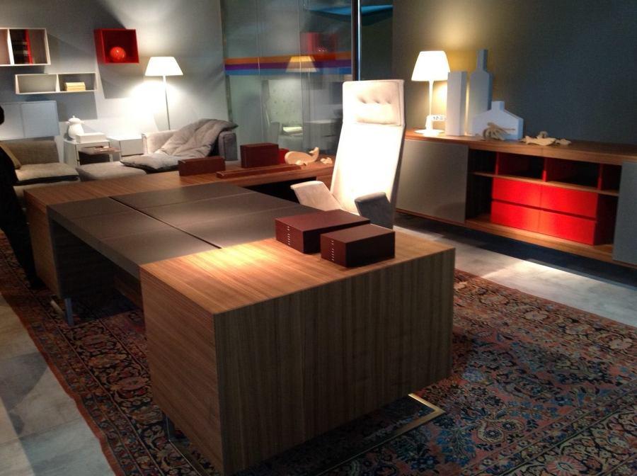 Oficina con mesa DECK, diseño de Jorge Pensi