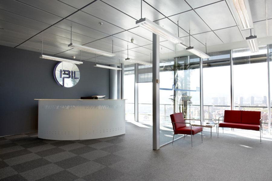 Moderna oficina de 472 m2 en euskadi ideas reformas oficinas for Recepcion oficina moderna