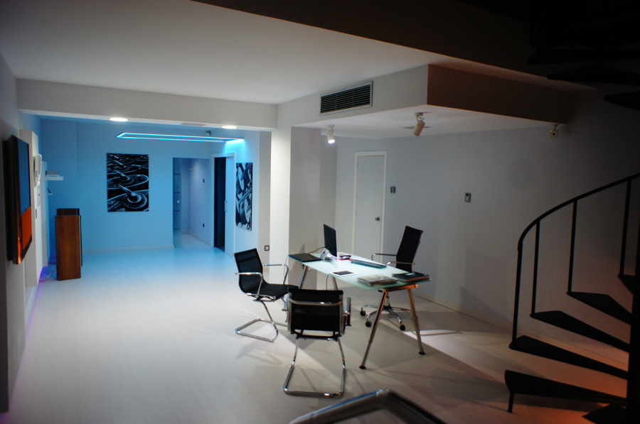 Showroom de homefutura barcelona ideas reformas oficinas for Reformas oficinas barcelona