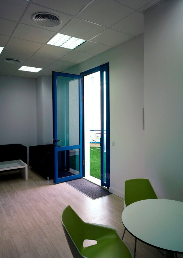 Oficinas complejo ideal sevilla ideas reformas oficinas for Oficinas cajasol sevilla