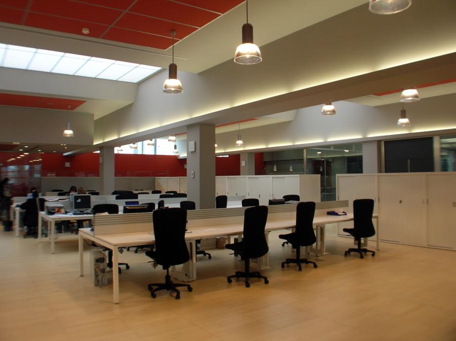 Foto oficinas espacio de trabajo de fermin garj n for Oficina de empleo de segovia
