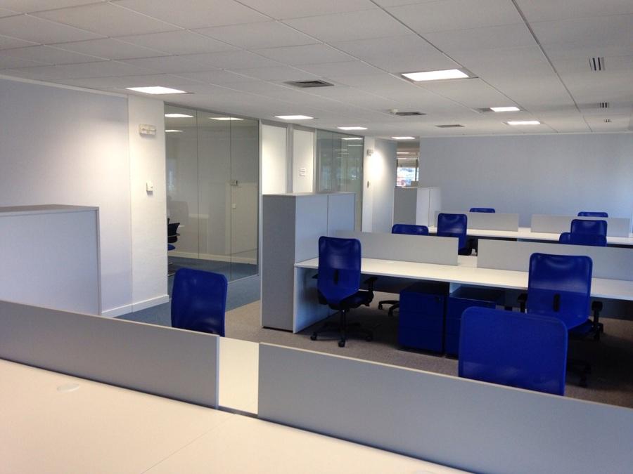 Proyecto y obra de oficinas ideas arquitectos for Oficinas empadronamiento madrid