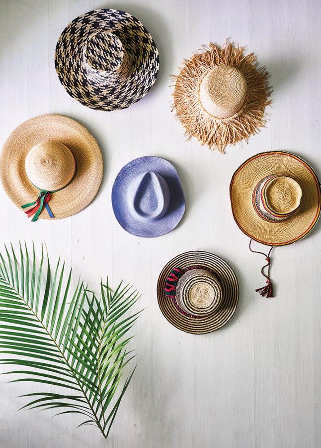 OUT: sombreros en la pared como decoración