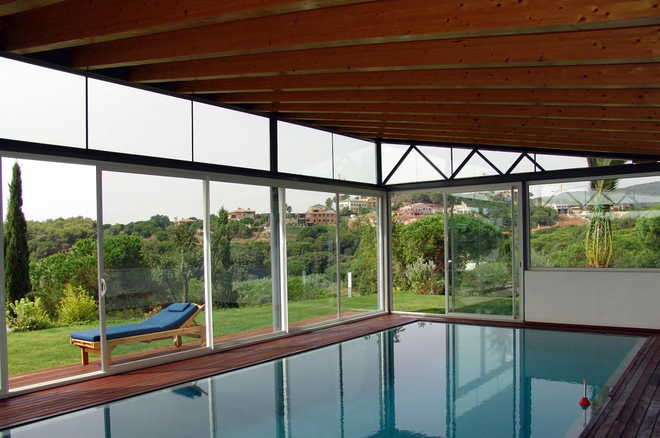 Pabellón con piscina interior-exterior_vistas